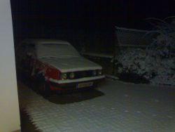Schneehaufen mit 4 Scheinwerfern